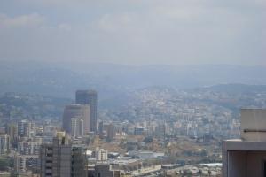 Vue sur les quartiers sud de Beyrouth (les fameux) depuis la terrasse de mon appartment.