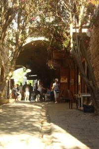 Vieilles rues pavées du vieux Jbeil, aux abords du site.