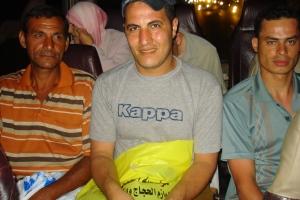 Saad (au centre) et ses collègues de la station service.